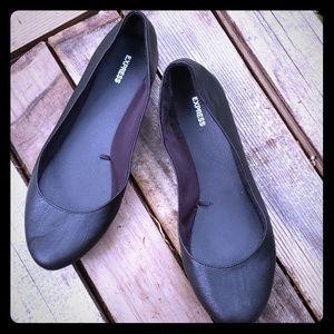 Black ballet flats size 10.
